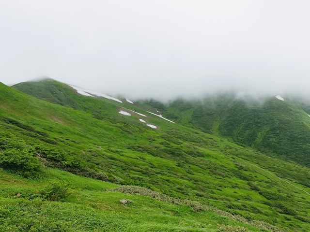 写真12:月山山頂方面は雲の中。
