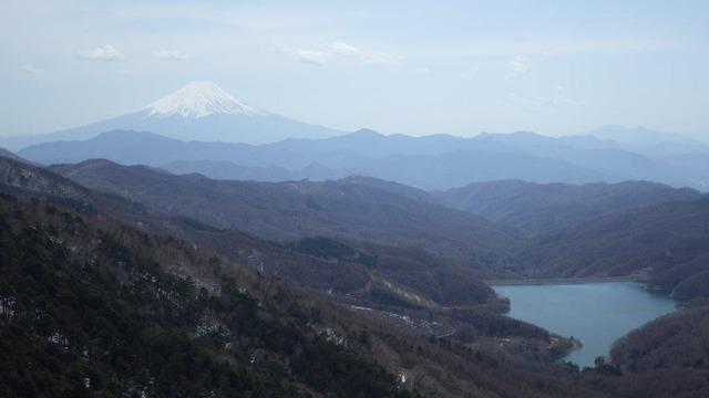大菩薩嶺の稜線からの富士山(2017年4月16日)
