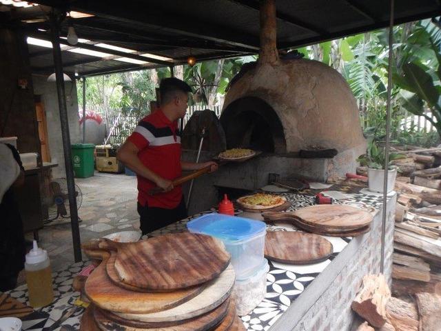 窯焼きピザの昼食