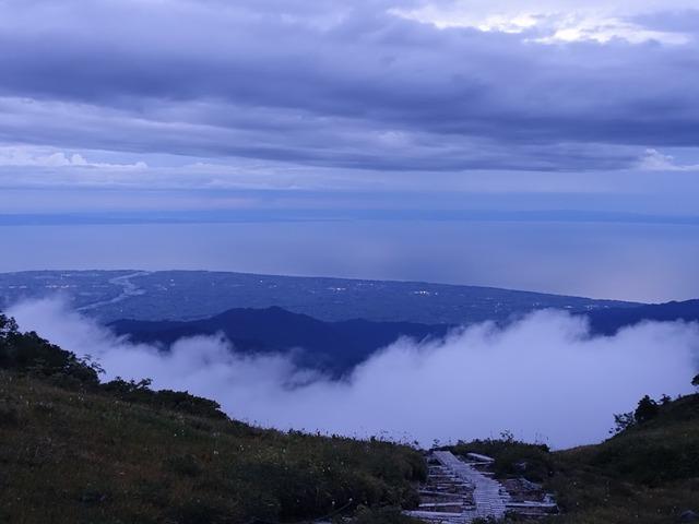 写真17:日本海、黒部川の下流を眺めながら下山。