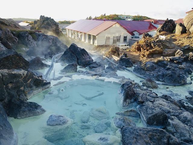 写真02_強酸性の秘湯、須川高原温泉