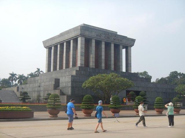広大な敷地のホーチミン廟