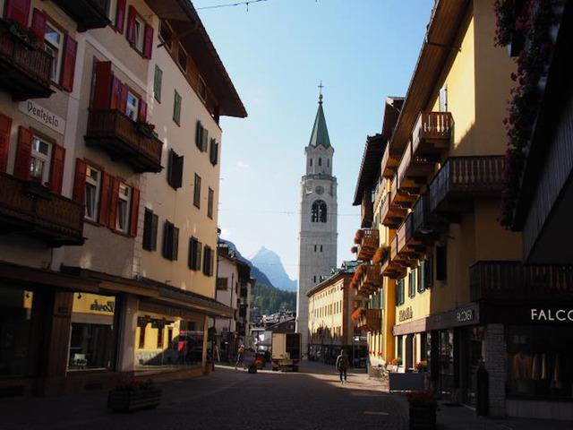 朝のコルチナ・ダンペッツォ の街