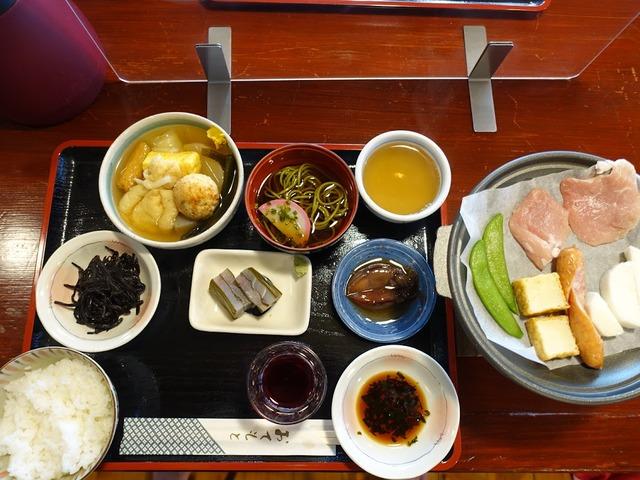 写真15:地元の幸を使った食事は旅の楽しみの重要な要素でしょう?