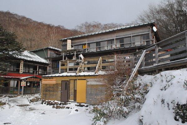 趣のある煙草屋旅館。山中の温泉宿だ