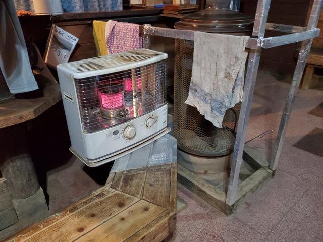 初夏だというのに、山小屋ではストーブを焚いている