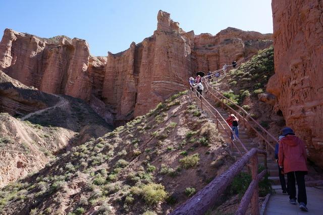 「観光整備が進み、道は歩きやすく舗装されています」