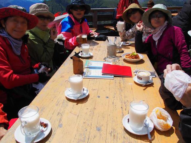 サンドロペルティニ小屋で昼食