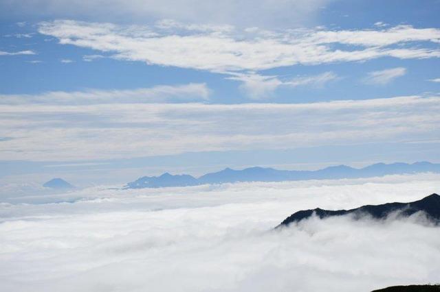燕岳山頂からの富士山と南アルプス