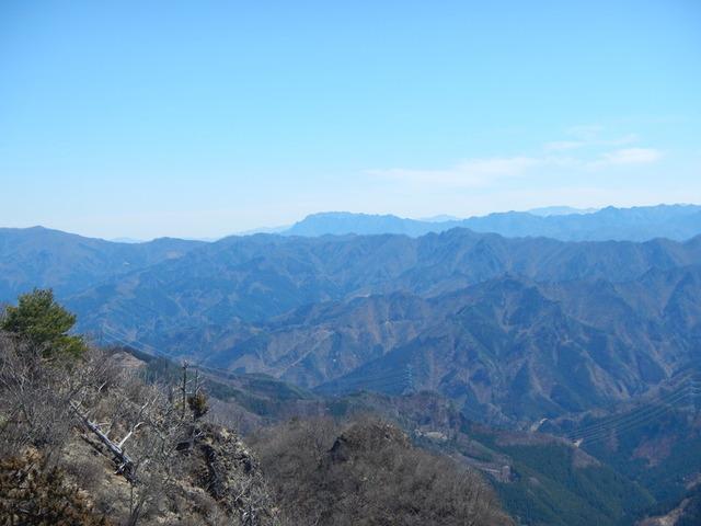 4両神山を中心に大展望・立岩