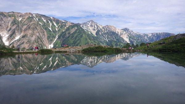 白馬三山。写真中央が鑓ケ岳、右に順に杓子岳、白馬岳