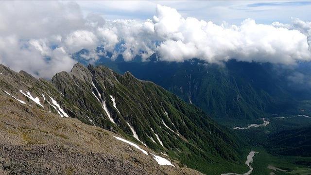 山頂から見える風景写真