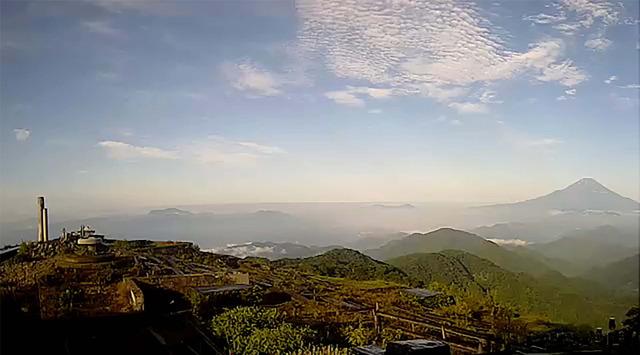 山頂の写真2017年7月31日午前7時にライブカメラが写した塔ノ岳山頂