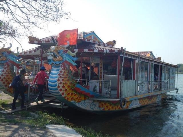 ドラゴンボートでリバークルーズ