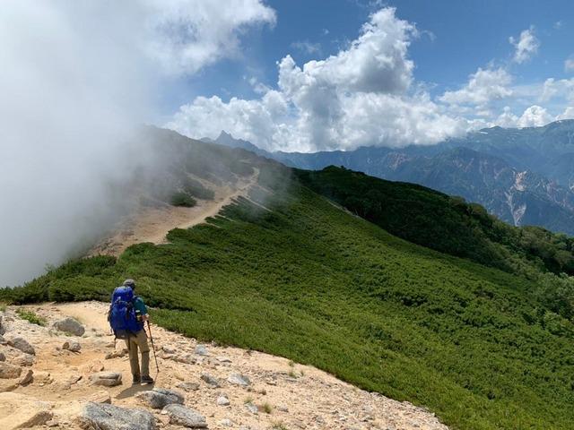 No.32「槍ヶ岳を眺めながらの稜線歩き」