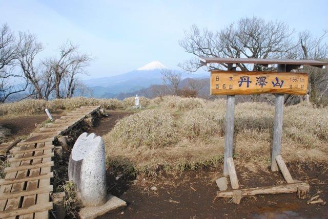 丹沢山山頂。晴れていれば、富士山も拝める(2019年5月5日撮影)