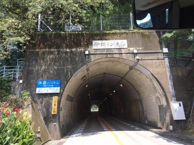 トンネルもくぐります