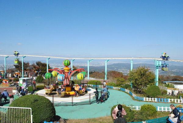 にぎわう生駒山山上遊園地