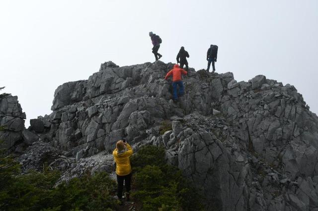 石灰岩の巨岩・光石