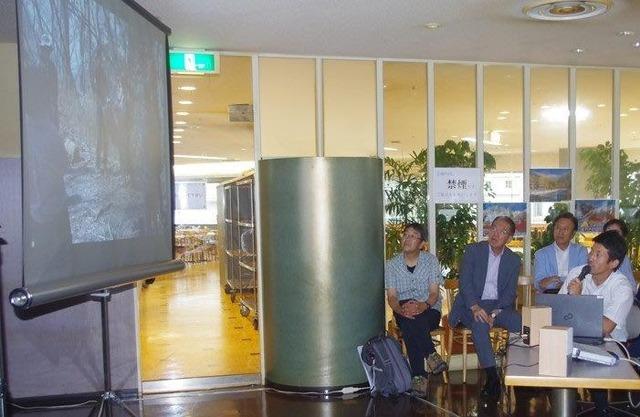 大阪会場で、スライドを使い実技講座を振り返った(撮影・猪井将光氏)