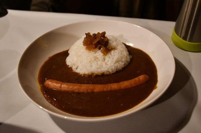 縞枯山荘の夕食、カレーライス。素朴な味わいでとてもむおいしかった
