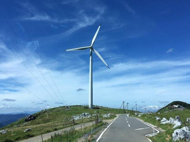 遠くに見えた風力発電が気づくと間近に!