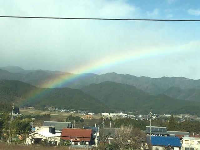2.新幹線の中からは虹🌈が!