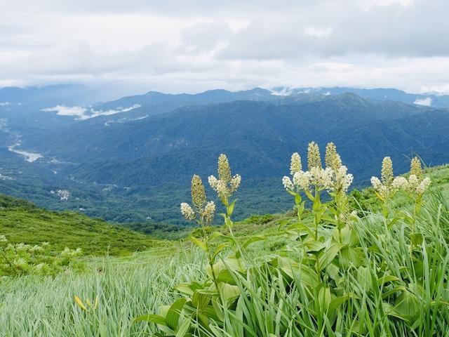 写真11:南の朝日連峰側はきれいに見えていたが、
