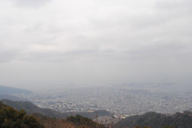 山頂の広場から。神戸の街並みが一望に