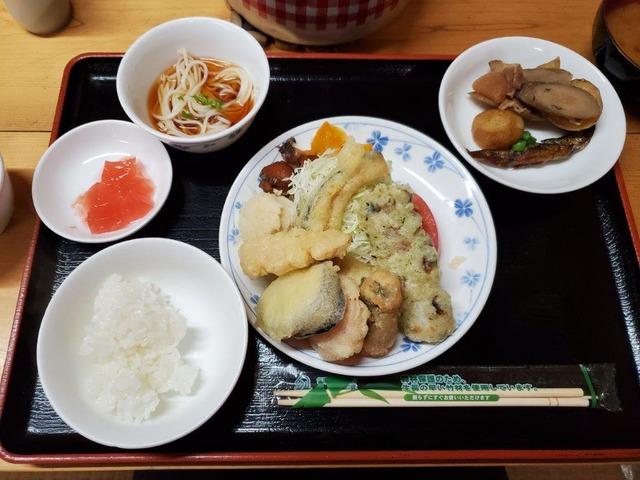 双六小屋名物の天ぷら定食