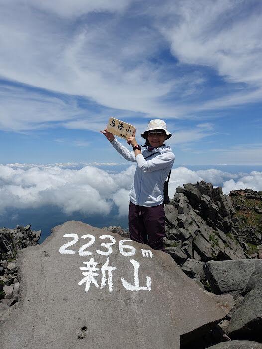 写真05:鳥海山・新山2236m 無事登頂。百名山達成のお客様も。