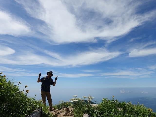 写真06:下山時は、きれいな青空となり、足並みも自然と軽くなる。