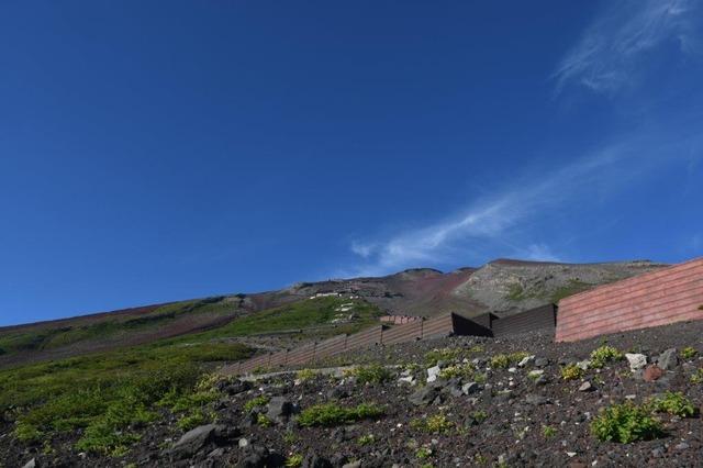 DSC_8569下山時、六合目付近から山頂方向を望む