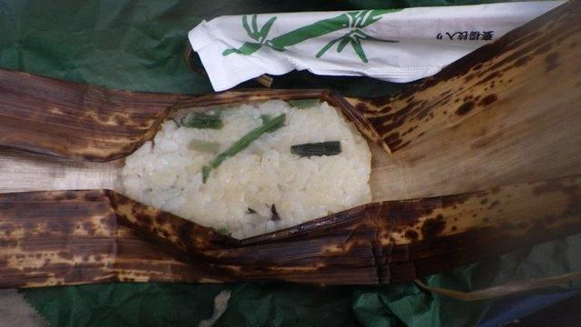 中房温泉の朝食弁当のおこわ。塩気がきいてとてもおいしい