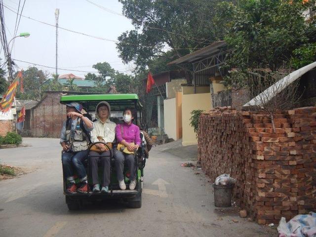 電気カートでデュンラム村へ