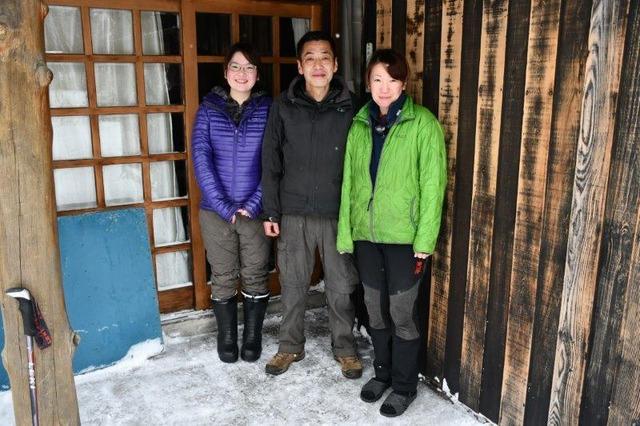 中谷さん一家。左から衣里さん、肇さん、友香さん