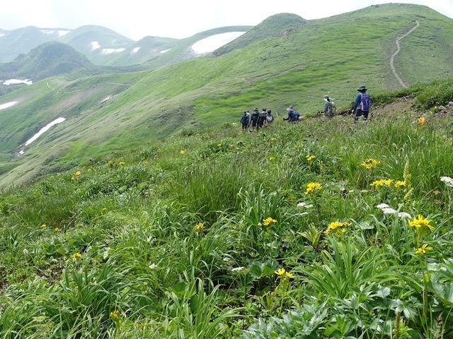 写真03:森林限界はかなり下。見晴らしの良いルートが続く