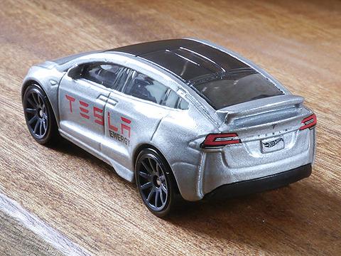 hot-wheels-tesla-model-x (22)