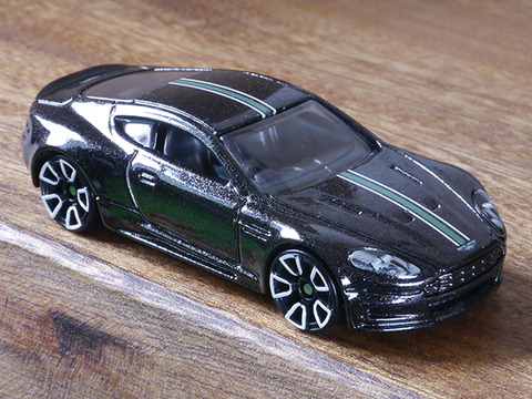 hot-wheels-Aston-Martin-DBS (4)