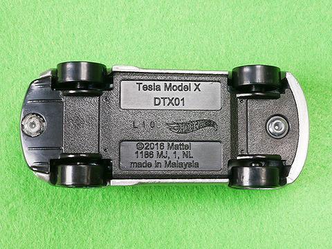 hot-wheels-tesla-model-x (7)