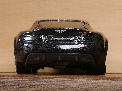 hot-wheels-Aston-Martin-DBS (8)