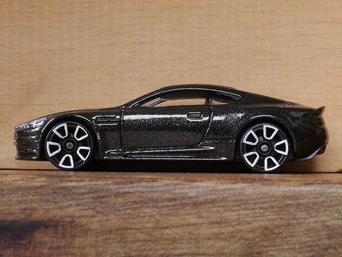 hot-wheels-Aston-Martin-DBS (7)