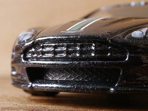 hot-wheels-Aston-Martin-DBS (13)