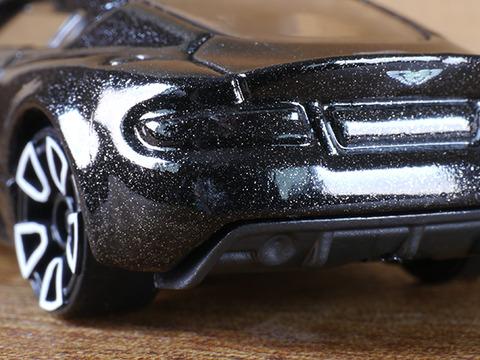 hot-wheels-Aston-Martin-DBS (12)
