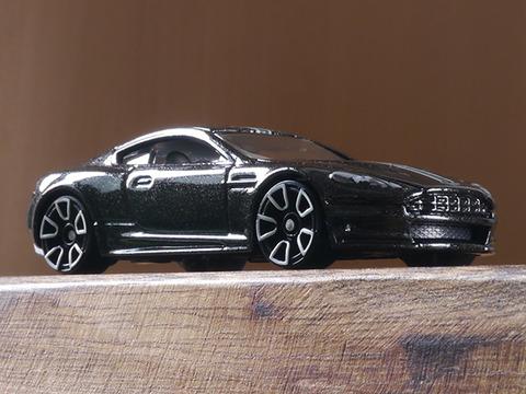 hot-wheels-Aston-Martin-DBS (2)