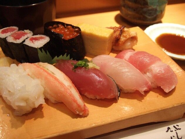 一握りのご飯に魚の切り身乗せたらいきなり最高級の和食って日本の食文化凄過ぎない?