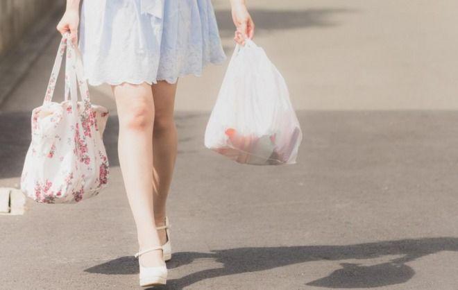 【賛否両論】環境省がレジ袋有料の義務化で方針決定!全ての小売店が対象へ