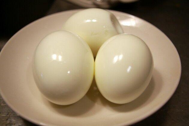 ゆで卵の薄皮がうまく剥がれる時とそうでない時