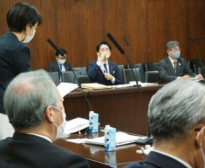 【速報】小泉進次郎大臣、ペットボトル全面禁止、純国産の紙パックを披露