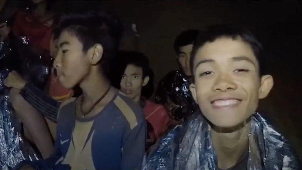 タイ洞窟の少年たち、行方不明から全員無事まで - BBC News